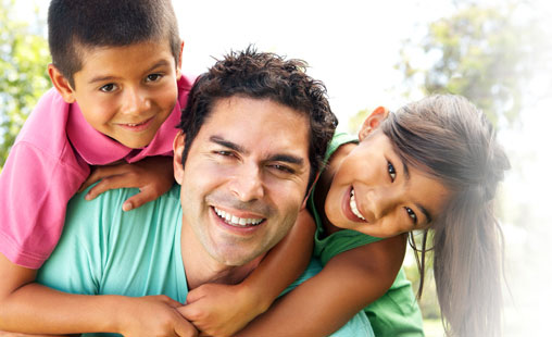 Happy father thanks to child custody lawyers in Fresh Meadows, NY